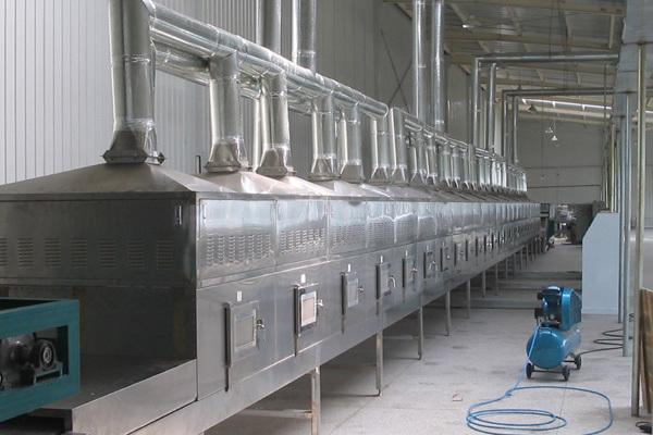 木材真空微波干燥设备特性及迁移机理